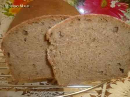 Хлеб пшенично-ржаной с майонезной заправкой.