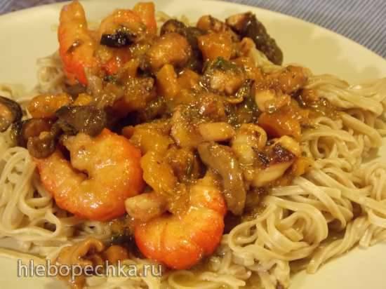 Креветки и осьминоги с тыквой, грибами, зеленым луком и гречневой лапшой под соусом Терияки