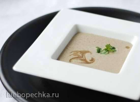 Холодный крем-суп из чечевицы, йогурта и кинзы