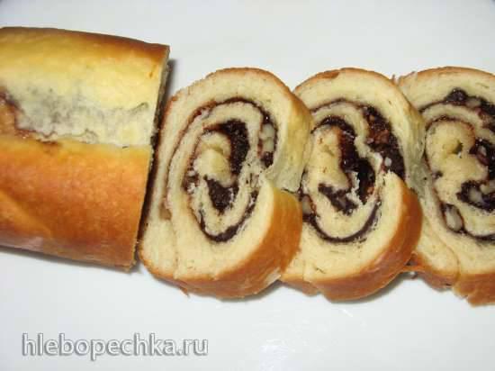 Рулет на дрожжевом тесте с грецким орехом и какао