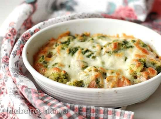 Цветная капуста, запеченная с колбасками, соусом песто и сыром моцарелла