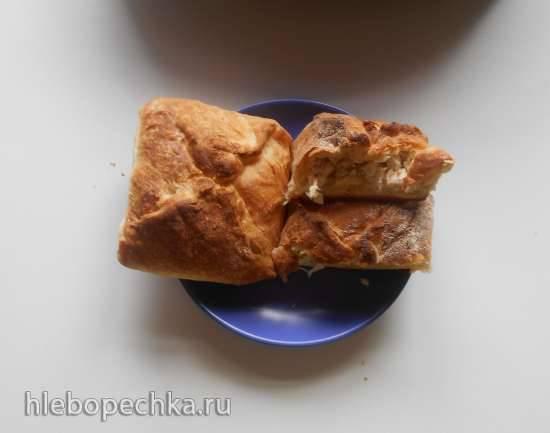 Конвертики из слоеного теста с плавленным сыром, яблоком и куриным филе