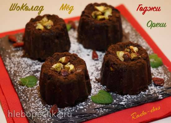 Шоколадно-ореховый десерт с медом и ягодами годжи Шоколадно-ореховый десерт с медом и ягодами годжи