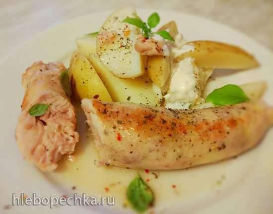 Куриные колбаски с грушей и моцареллой