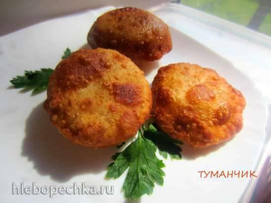 Пирожки жареные с помидорами и сыром