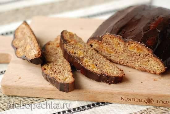Свёрнутый пирог с начинкой из кураги и миндаля