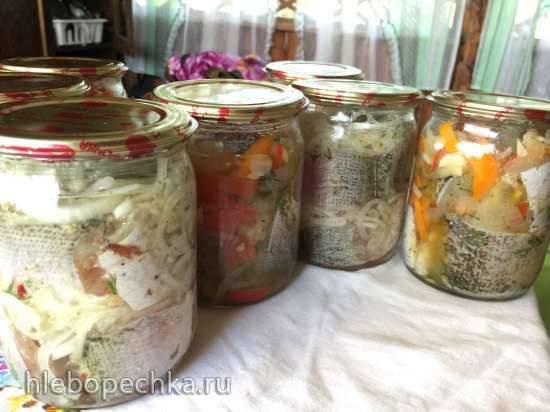 Щука в масле с луком и чесноком