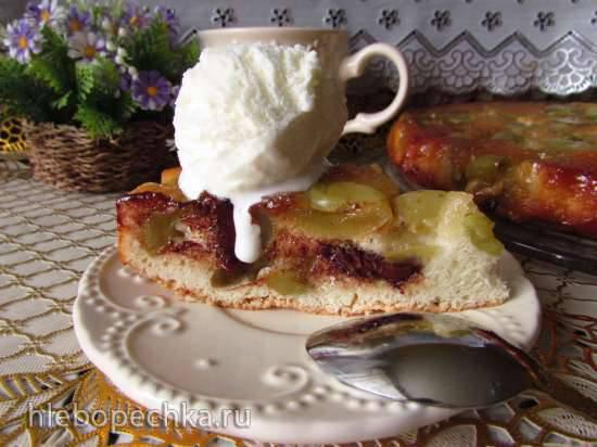Тёплый виноградный пирог с карамелью, шоколадом и мороженым