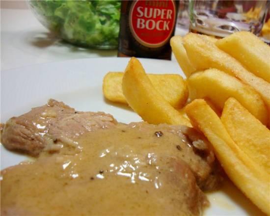 Свинина под горчично-пивным соусом по-португальски