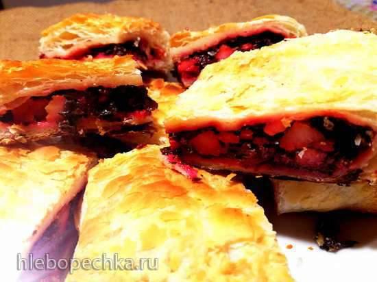 Пирожок со свекольной ботвой, шнитт-луком, авелуком и снытью