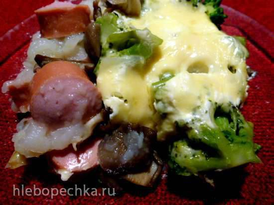 Сосиски с картошкой, грибами и брокколи, запеченные в горшочке