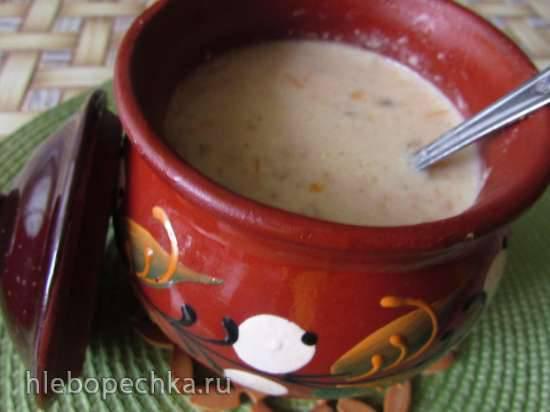Сырный суп с фрикадельками, пшеном и солеными огурцами( в горшочках)