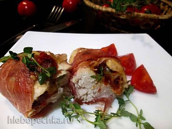 Куриные грудки в беконе с начинкой из чеснока, тимьяна и вяленых томатов