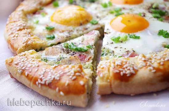 Галета с зелёным луком, беконом и яйцом Галета с зелёным луком, беконом и яйцом