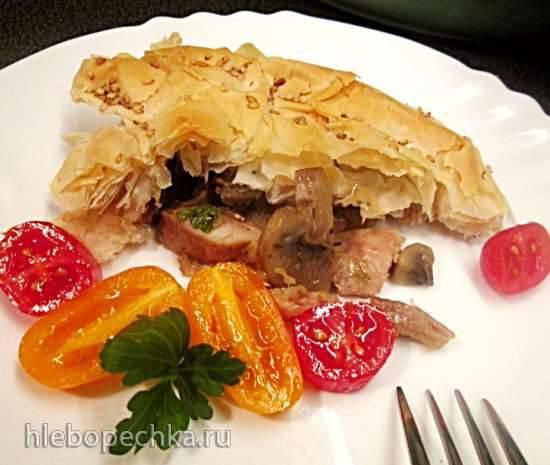 Пирог - запеканка из курицы с грибами под корочкой фило