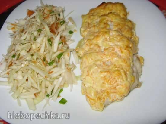 Минтай, запеченный в сметанно-овощном соусе