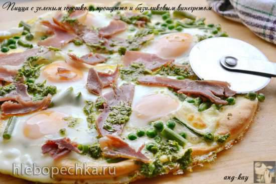 Пицца с зеленым горошком, прошутто и базиликовым винегретом Пицца с зеленым горошком, прошутто и базиликовым винегретом