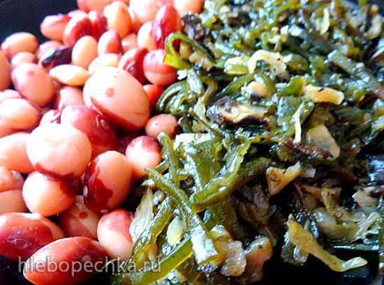 Салат из кукумарии с морской капустой и белой фасолью