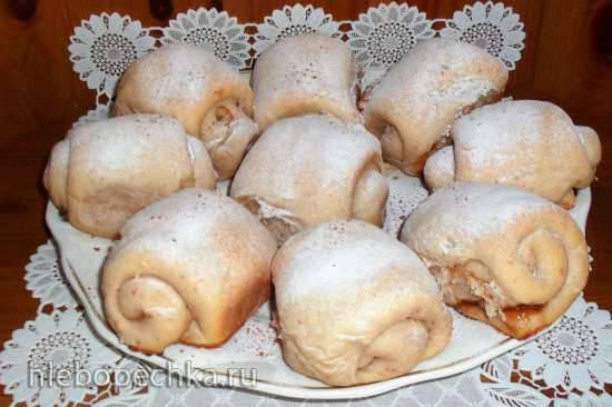 Клубничные дрожжевые булочки