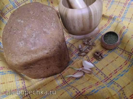 Чесночно-ореховый хлеб с пряными травами