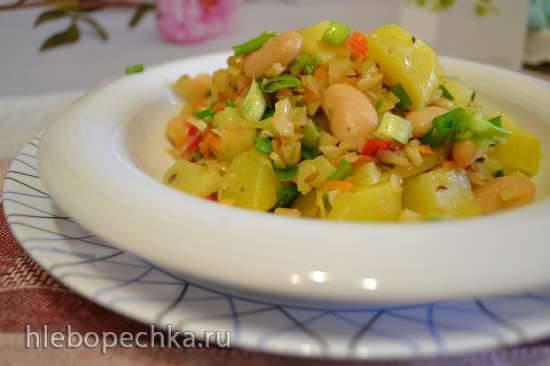Капуста квашенная тушеная с овощами и салат с фасолью и картофелем