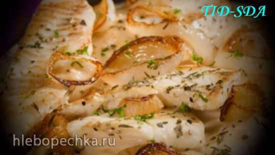 Бротола с морепродуктами и картофелем под сливочным соусом