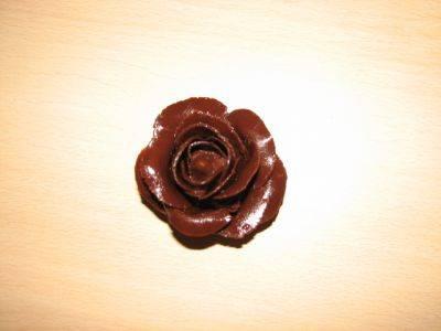 Розы из шоколадной массы