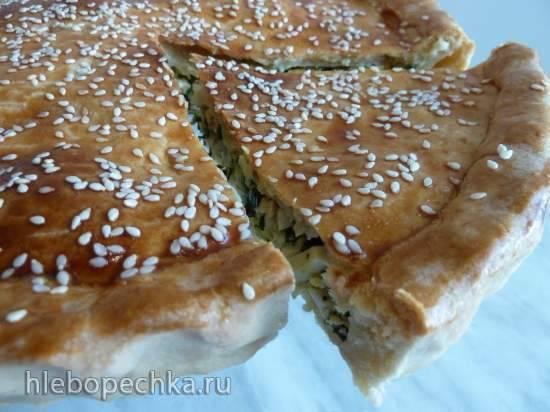Пирог из сметанного теста с зелёным луком и яйцом