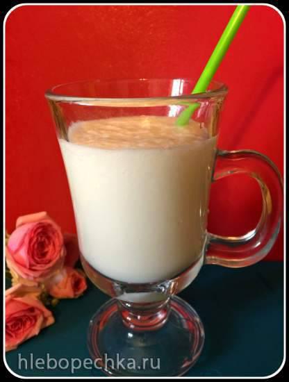 Молочно-дынный коктейль в блендере-суповарке Kromax Endever SkyLine Молочно-дынный коктейль в блендере-суповарке Kromax Endever SkyLine
