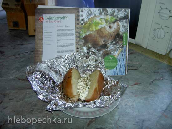 Картофель в фольге со сметанным соусом (медленноварка)