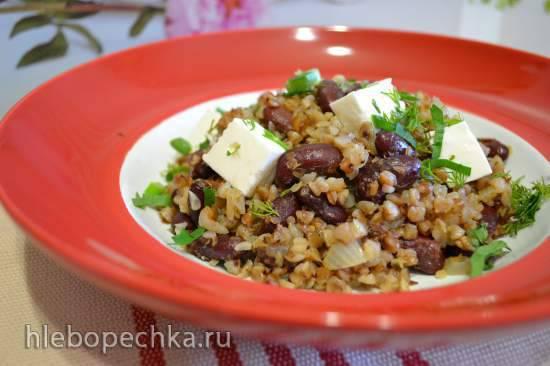 Гречка с луком, фасолью и домашним мягким сыром