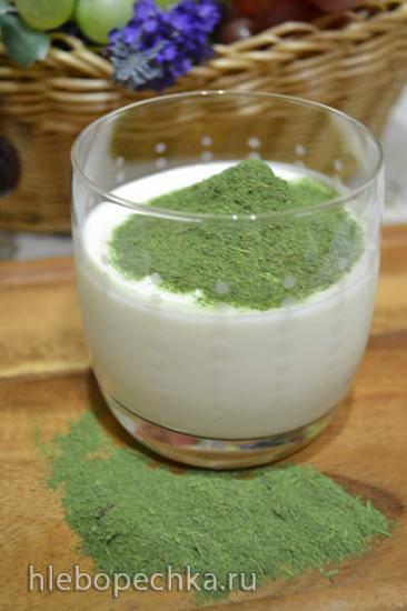 Вечерний кефир с порошком зеленой ботвы