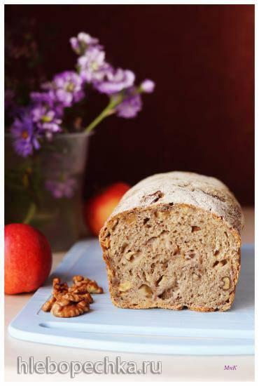 Хлеб пшенично-ржаной с яблоком и орехами