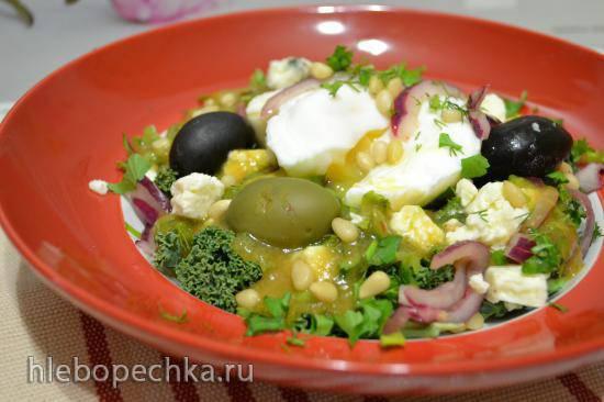 Салат кейл сборный с яйцом пашот (для вегетарианцев)
