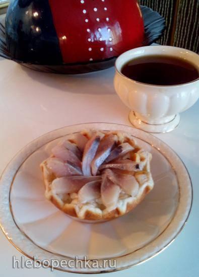 Тарталетка вафельная с сырно-селёдочной начинкой в тарталетнице Steba