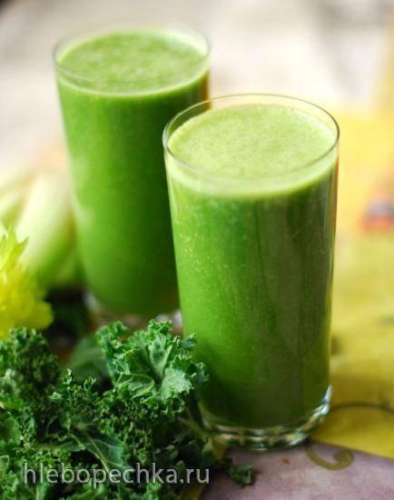 Зеленый коктейль с капустой кейл, шпинатом и сельдереем