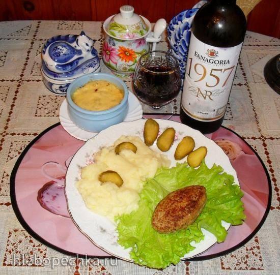 Вкусный ужин: Котлеты особые с начинкой, с картофельным пюре и жульеном