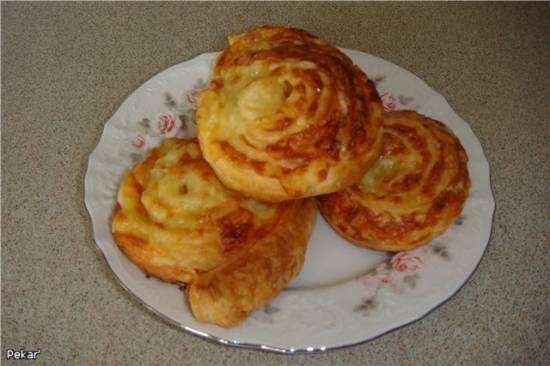 Плюшки слоеные с сыром