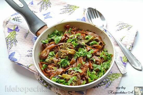 Постная гречневая лапша с овощами в азиатском стиле
