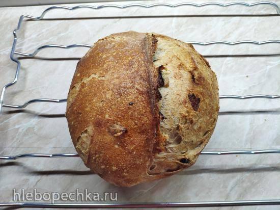 Долгий хлеб из микса разной муки на биге с изюмом и клюквой