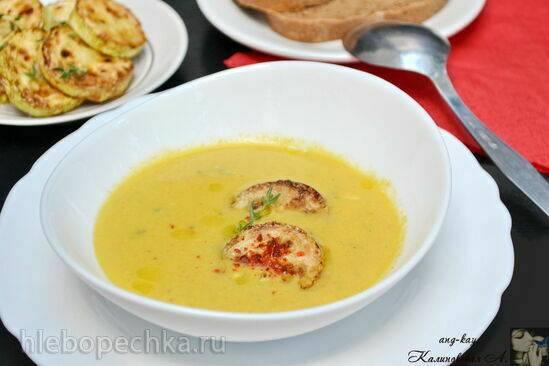 Крем-суп из кабачков с голубым сыром