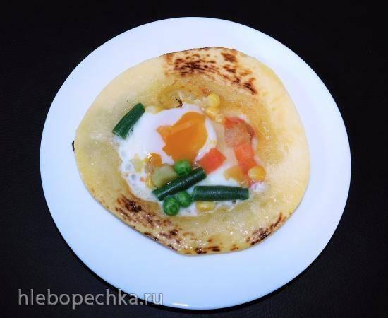 Яичница в кабачке с овощами