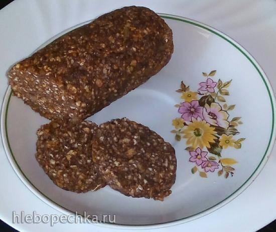 Сладкая колбаска из хлебцев без масла и сахара