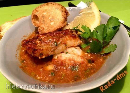Белая рыба, запеченная в форме под томатным соусом с фетой в Ninja® Foodi® 6.5-qt., можно в духовке.