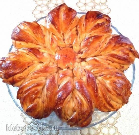 Дрожжевой пирог с вареньем Цветик-восьмицветик (без яиц)