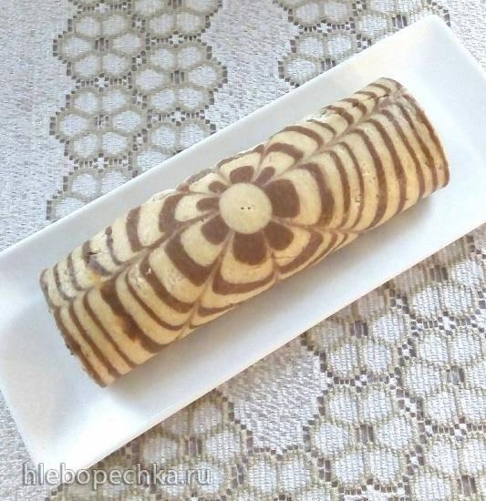 Творожно-ореховый бисквитный рулет