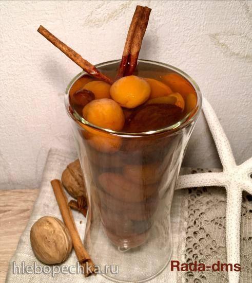 Узвар из сухофруктов и пряностей с перегородками грецкого ореха или компот лечебно-полезный в медленноварках