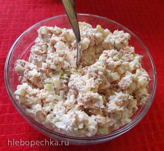Салат из копченой горбуши с яблоком