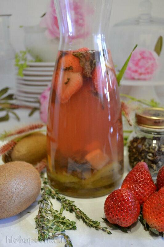 Детокс-чай с киви и клубникой