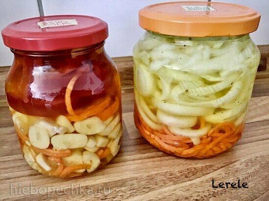 Маринованный лук, чеснок, морковь